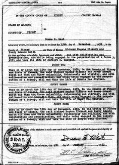 Documento por el que se denunció a Richard Hickock y Perry Smith por el asesinato en primer grado de Herbert Clutter, su esposa Bonnie y sus hijos Nancy y Kenyon. La denuncia fue presentada el lunes 4 de junio de 1960 por Duane West, Procurador del Condado de Finney, en la Corte del Condado ante el Juez M. C. Schrader. Su firma y recepción se publicaron en dos pines anteriores.