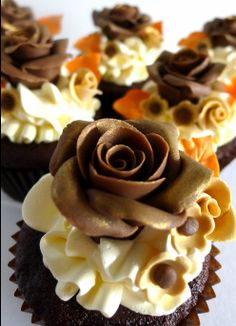 Chocolate Rose Cupcakes To Die for? Fancy Cakes, Cute Cakes, Mini Cakes, Yummy Cupcakes, Cupcake Cookies, Cupcake Fondant, Rose Cupcake, Flower Cupcakes, Cupcake Toppers