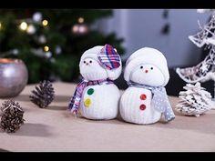 Voici une vidéo qui explique comment faire un bonhomme de neige avec une chaussette et du riz; c'est un bon exercice de transvasement pour les enfants, et c'est rigolo à faire ! Coralie vous propose une petite déco simple à réaliser que vos enfants vont...
