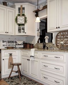 Modern Farmhouse Kitchen Cabinet Ideas (33)