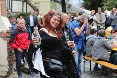 Auf dem Oberpfarrkirchhof ging es zünftig zu beim Mittelaltermarkt. (Foto: C. Borger)