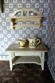 Puppenstube Puppenküche - Arbeitstisch + Wandregal Holz bemalt Jugendstil Möbel