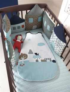 tour de lit petites maisons cot bumper houses - I LOVE this! Sewing For Kids, Baby Sewing, Diy For Kids, Sewing Diy, Quilt Baby, Cot Bumper, Crib Bumpers, Crib Rail, Diy Bebe
