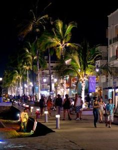 Night on the Malecon, Puerto Vallarta, Mexico – Best Places In The World To Retire – There are a lot of extremely high-end, fancy restaurants that you can go to in Puerto Vallarta. The Malecon (which is the boardwalk) has all kinds of clubs, bars, and restaurants.