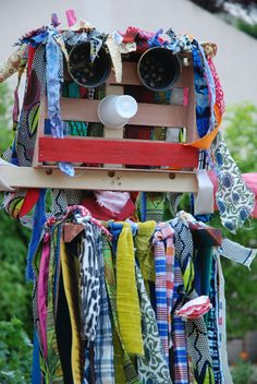épouvantail au Jardin Debergue - (C) Photo Kristophe Noël Diy For Kids, Crafts For Kids, Diy Jardin, Recycled Crafts Kids, Rosa Parks, Expo, Outdoor Art, Diaper Bag, Art Projects