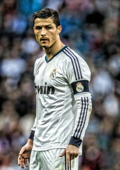 """Manchester City dikabarkan """"serius mati-matian"""" untuk mendatangkan striker Real Madrid Cristiano Ronaldo pada bursa transfer musim panas ini. Dengan tawaran  £300.000 per pekannya akankah Ronaldo akan meninggalkan Los Blancos? #NexSoccer"""