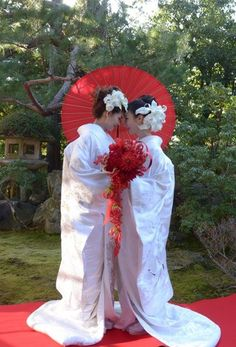 425 year old temple in Kyoto, Japan weds same-sex couples