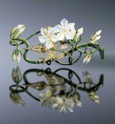 René Lalique, Jasmin Corsage ornament, 1899-1901. Private Collection Shai and Shuxiu Lin Bandmann.