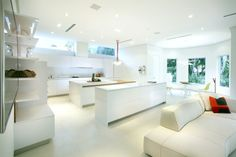 Sleek Made-In-Italy White kitchen design Snaidero WAY in Arctic White | Miami, FL | Designer: Alison Ortiz, Snaidero USA Hollywood FL