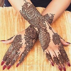 Can't get over the beauty of bridal Mehndi Designs for full hands? This full hand mehndi design with a mix of Indian and Arabic mehndi images is perfect for you! Get Amazing Collection of Full Hand Mehndi Design Ideas here. Henna Tattoo Designs, Wedding Henna Designs, Engagement Mehndi Designs, Full Hand Mehndi Designs, Indian Mehndi Designs, Mehndi Designs For Girls, Mehndi Designs 2018, Mehndi Design Photos, Stylish Mehndi Designs