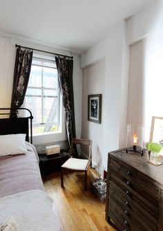 Photographed 'tour' of a Manhattan studio apartment with elegant, timeless design. Great ideas to save space and keep your style. Apartment Design, Apartment Living, Apartment Therapy, Apartment Ideas, Manhattan Studio Apartments, Brick Room, House Tours, Small Spaces, Bedroom Decor