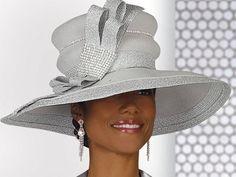 Con sombrero en la iglesia. - MamásLatinas