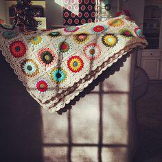 Sunburst Granny Square Afghan | Paper Box Quilt Co. Love Crochet, Crochet Granny, Knit Crochet, Afghan Crochet Patterns, Crochet Afghans, Crochet Blankets, Crochet For Beginners, Beginner Crochet, Crafty Craft