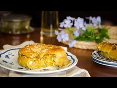 Κολοκυθόπιτα με κίτρινη κολοκύθα, πανεύκολο χειροποίητο φύλλο - Το μυστικό της Σταχτοπούτας - YouTube Greek Dishes, Salmon Burgers, Hamburger, Turkey, Pumpkin, Bread, Chicken, Ethnic Recipes, Youtube
