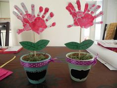 Great Grandparents Day Gift Ideas for Kids to Craft is a fun activity for the kids. These great Grandparents Day Crafts for Kids will put a smile on any grandparent's face! Kids Crafts, Preschool Crafts, Arts And Crafts, Baby Crafts, Grandparents Day Activities, Grandparents Day Cards, Gifts For Great Grandparents, Spring Crafts, Holiday Crafts