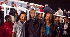 Ifoto z'umunsi: Miss Jolly na Miss Elsa bari kumwe na Perezida Paul Kagame