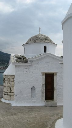 Apparently this church was used as the wedding church in Mamma Mia! the movie Mykonos, Santorini, Beautiful Islands, Beautiful World, Beautiful Places, Great Places, Places To Go, Empire Ottoman, Go Greek