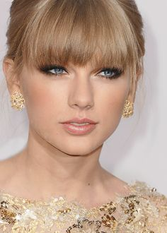 Taylor Alison Swift is an American singer-songwriter. Raised in Wyomissing, she moved to Nashville at 14 to pursue a career in country music. Taylor Swift is a. Taylor Swift Curls, Taylor Swoft, Taylor Swift Makeup, Taylor Swift Fan Club, Taylor Swift Music, Taylor Alison Swift, Taylor Swift Hair Color, Celebrity Makeup Looks, Celebrity Faces