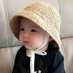 Baby summer Hats - Crochet Straw paper hat by Tinnywinter on Etsy Crochet Summer Hats, Crochet Baby Hats, Cute Babies Newborn, Baby Sun Hat, Bunny Hat, Baby Girl Headbands, Kids Hats, Summer Baby, Crochet Fashion