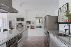 Olhar de arquiteto | Capítulo 1 | Histórias de Casa | Histórias de Casa House Tours, Kitchen Cabinets, 1, Table, Design, Furniture, Home Decor, Hidden Microwave, Floor Colors