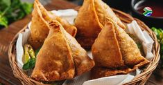 They can be a snack, a meal, or even a dessert; it all depends on what you stuff them with! That being said, we would love to share our favourite kind of samosa recipe with you: bobotie samosa! Try it here. Vegan Breakfast Recipes, Vegan Snacks, Yummy Snacks, Vegetarian Recipes, Dinner Recipes, Yummy Food, Tasty, Indian Dessert Recipes, Indian Snacks