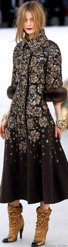 Chanel Couture Fall 2010 | The House of Beccaria~ Beautiful but with faux fur please !