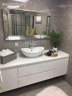 Before & After: A Modern Bathroom Sponge in Its Past – 1 Toilet And Bathroom Design, Bathroom Design Luxury, Small Bathroom, Bad Inspiration, Bathroom Inspiration, Shower Basin, Floating Bathroom Vanities, Bathroom Cabinet Organization, Modern Sofa Designs