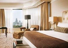 Premier Room at 5 star hotel: Four Seasons Hotel Singapore. This hotel's address is: 190 Orchard Boulevard Orchard Singapore 248646 and have 255 rooms Singapore Photos, Singapore Singapore, Suite Life, Luxury Accommodation, Four Seasons Hotel, Best Hotels, Luxury Hotels, Hotel Reviews