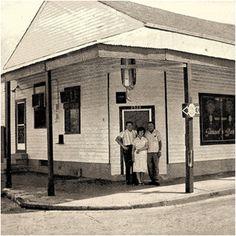 New Orleans: Parasol's Bar & Restaurant