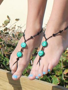 "SunSandals is a wholesale distribution company. Barefoot Sandals by SunSandals currently offer over 22 styles of barefoot sandals is 3 sizes.  ""bare your sole""  http://www.sunsandals.net/"