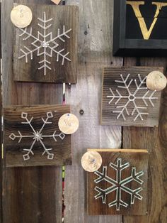 Some designed snowflakes with string and nail art! So freaking cute, and small enough to add to your Christmas decor collection (christmas nail art designs xmas) Christmas Snowflakes, Winter Christmas, Christmas Ornaments, Christmas Projects, Holiday Crafts, String Art Diy, String Art Patterns, Craft Night, All Things Christmas