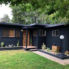Home Renovation Exterior Awesome Black House Exterior Design Ideas You Definitely Like Black House Exterior, House Paint Exterior, Exterior House Colors, Modern Exterior, Interior Exterior, Exterior Design, Ranch Exterior, Midcentury Exterior Products, Home Exterior Makeover