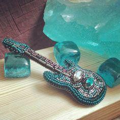 Для жены гитариста#брошиижевск#бисер#вышивка#брошьгитара#ручнаяработа#ижевск#украшения2017#guitar#Ibanez#embroidery#handmade#music#sammer