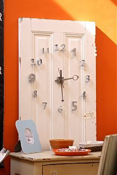 Old door repurposed into a clock. Old Door Projects, Home Projects, Pallet Projects, Old Windows, Windows And Doors, Repurposed Furniture, Diy Furniture, Repurposed Doors, Recycled Door