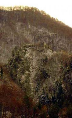 Image of Poenari Castle located in Arefu, Romania Vlad The Impaler, Carpathian Mountains, Fantasy Romance, World History, Dracula, Snow, Whisper, City, Places