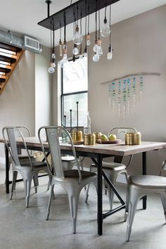 We set the table at an Austin abode during SXSW with eye-catching glass & gold kitchenware from the H&M Home collection. | H&M Home