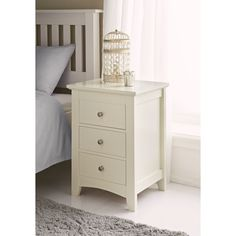 Boasting 4 drawers this chest is complete with pretty brushed metal handles and stylish feet