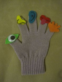 I've Got Five Senses-- Great way to teach the five senses.  I used a pair of old gloves and used felt to cut out the different senses and glued them on.