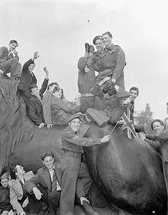 V-E Day celebrations, Trafalgar Square, London, England, 8 May 1945 by BiblioArchives / LibraryArchives, via Flickr