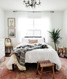 Minimalist Bohemian Bedroom / Boho Chic / Light and Airy Bedroom . - Minimalist Bohemian Bedroom / Boho Chic / Bright and Airy Bedroom - Bohemian Bedroom Decor, Decor Room, Home Decor Bedroom, Living Room Decor, Bedroom Inspo, Living Rooms, Bedroom Decor Natural, Boho Bed Room, Bedroom Decor For Couples On A Budget