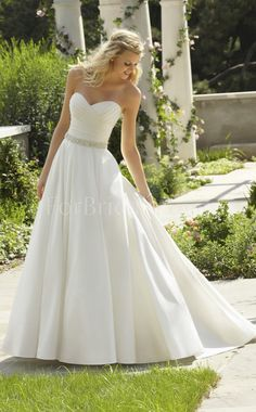 I want to be a wedding planner and this is one of my favorite dresses that I would want to walk down the isle in