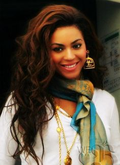 Love her hair, makeup, everything! Beyonce.