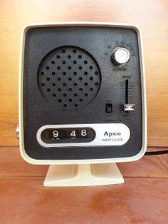 Radio clock Space Age Apco, radio despertador era espacial, vintage.
