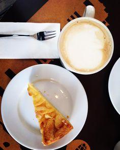 Throwback to the best vegan apple pie ever!#VubecNemamDrzetJaterniDietu #Berlin #Vegan #Vegetarian #Food #Apple #Pie #Coffee