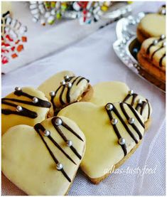 flavor of my dishes . walnut hearts with yolk sauce Cute Cookies, Yummy Cookies, Holiday Cookies, Slovak Recipes, Czech Recipes, Christmas Sweets, Christmas Baking, Valentines Food, Food Decoration