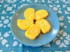 Ruladă de mămăligă cu brânză sărată Cornbread, Pineapple, Dairy, Cheese, Fruit, Ethnic Recipes, Food, Grey Hair, Millet Bread