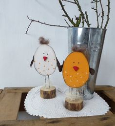 Cute wooden chickens as Easter decoration at DaWanda. Dyi Crafts, Wire Crafts, Wooden Crafts, Easter Crafts, Crafts For Kids, Happy Easter, Easter Bunny, Easter Eggs, Spring Crafts