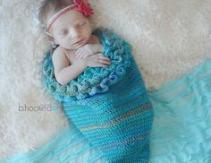 Crochet Patterns Cocoon Crochet this darling mermaid crochet cocoon for your Etsy shop or craft fair inv… Crochet Baby Cocoon, Crochet Bebe, Crochet Bunny, Free Crochet, Knit Crochet, Chevron Crochet, Tunisian Crochet, Spiral Crochet, Crochet Roses