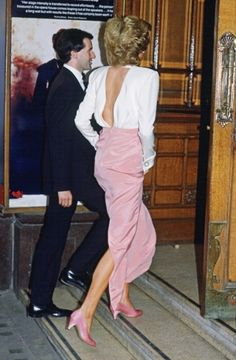 1989-07-27 Diana arrives at the Royal Opera House in Covent Garden for a Performance of Swan Lake by the Bolshoi Ballet
