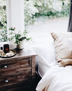Warm Bedroom Ideas 1927927249 Elegant tips to form a striking cozy bedroom decorating ideas Fab Bedroom decor pinned on this fun day 20181227 Decor, Bedroom Inspirations, Home Bedroom, House Design, Room Inspiration, Dreamy Bedrooms, Bedroom Decor, Home Decor, Apartment Decor